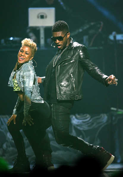 Usher grinds on female fan